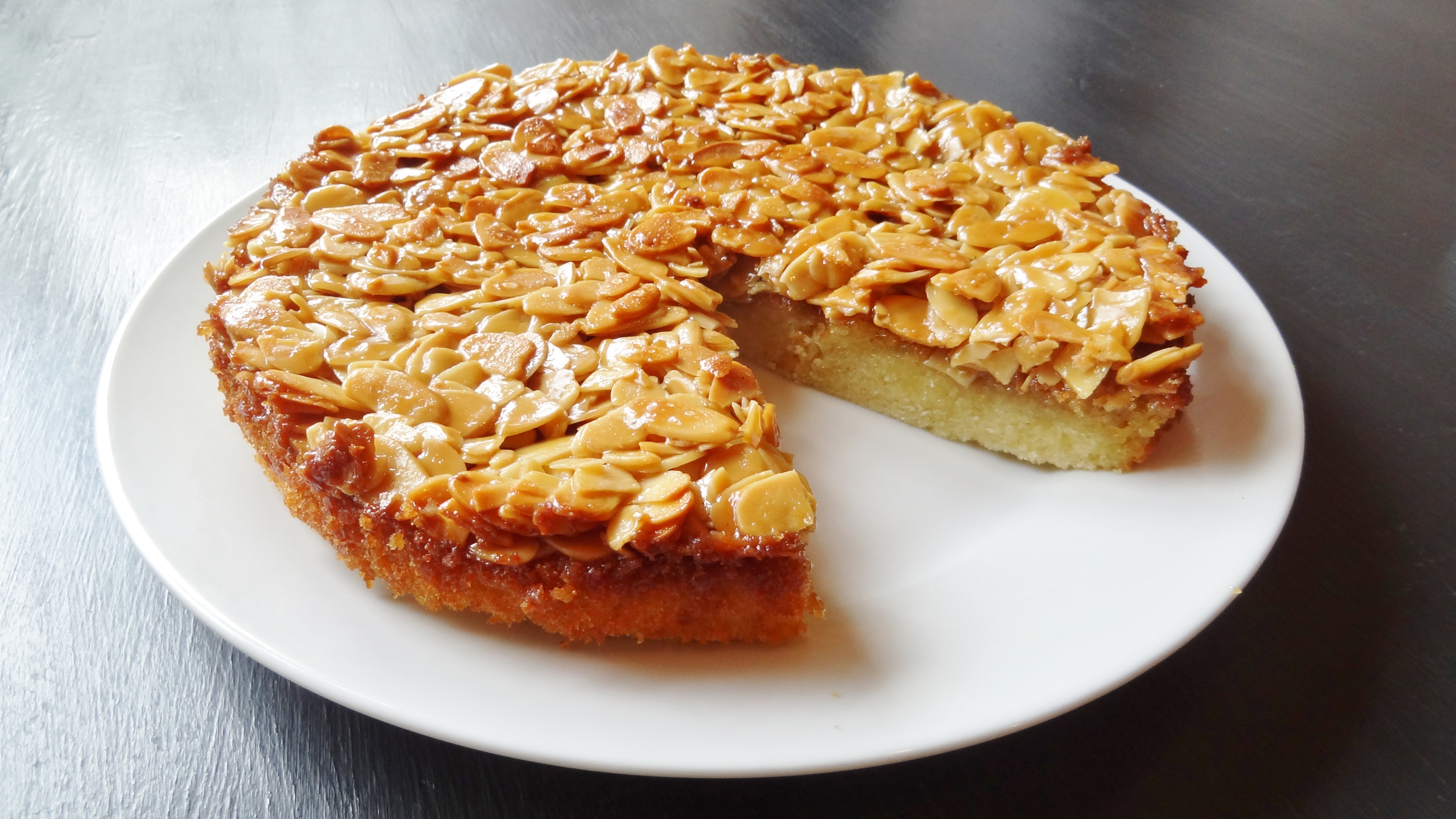 toscakaka (swedish caramel almond vanilla cake) - domestic gothess