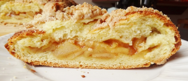 streusel topped apple brioche