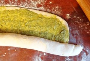 pesto bread roll