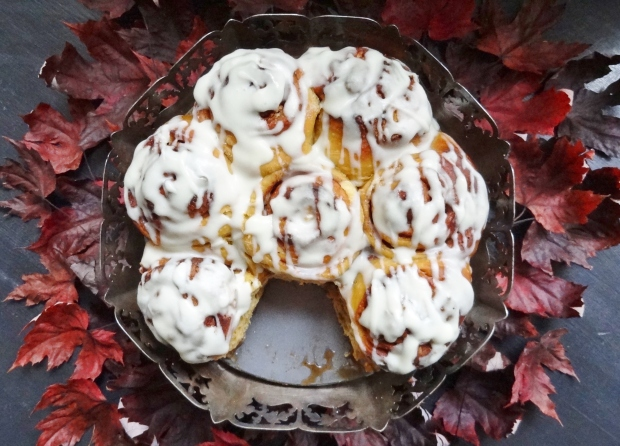 white chocolate pumpkin cinnamon rolls